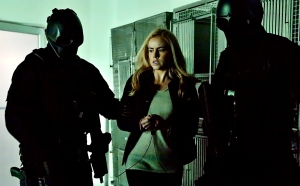 Cassandra Railly (Amanda Schull) being taken away by the Army of the 12 Monkeys