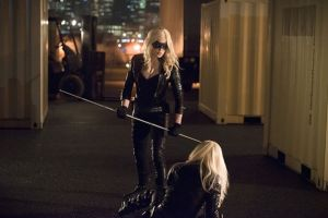 Sara (Caity Lotz) returns as Laurel (Katie Cassidy) confronts her inner demons