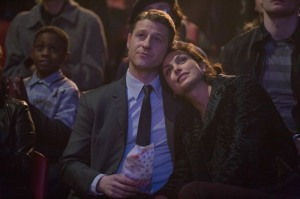 Gordon (Ben McKenzie) and Leslie (Morena Baccarin) enjoying the circus.